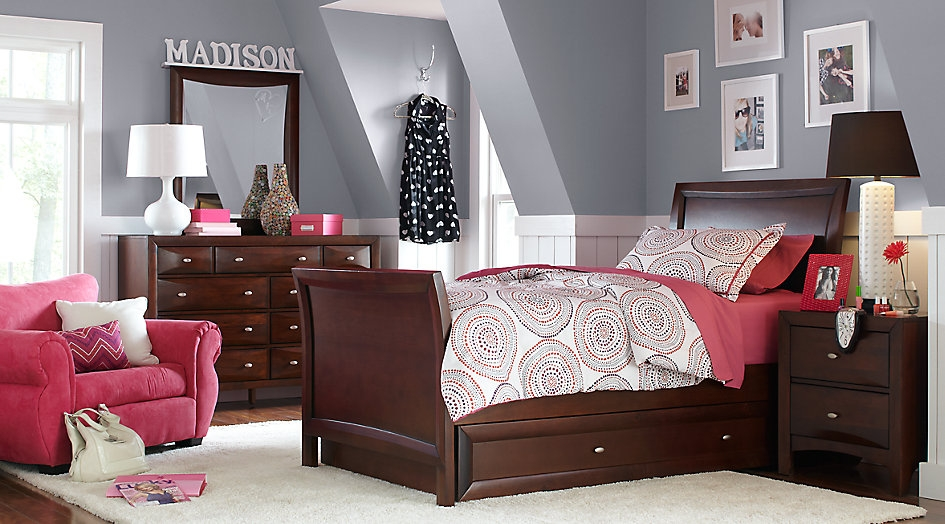 Wooden Sleigh Bed Set with Bursts of Pink Accents and Patterns