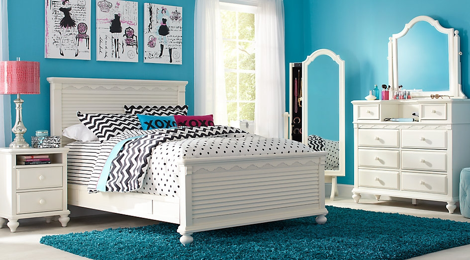 Full Size White Panel Bedroom Set Highlighted by Blue & Pink Decor