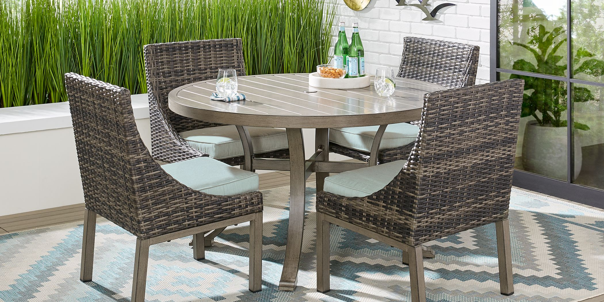 Cindy Crawford Home Montecello Gray 5 Pc 52 In Round Outdoor Dining Set With Seafoam Cushions Rooms To Go
