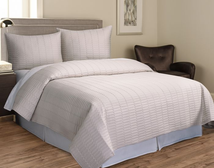 jillianne-ivory-3-pc-queen-coverlet-set