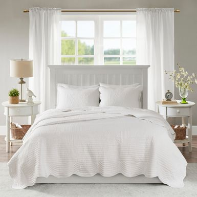Midean White 3 Pc Queen Coverlet Set