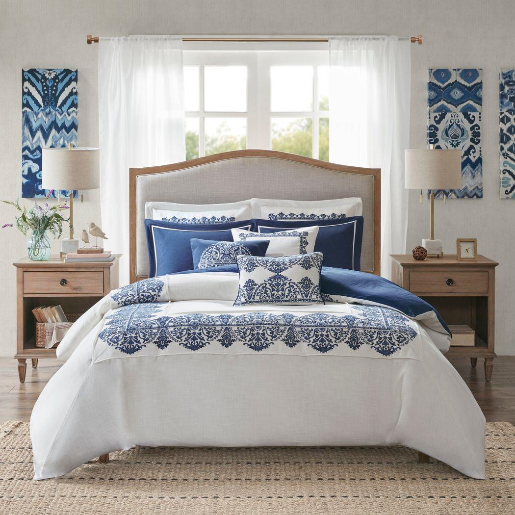 Tamia Off White 8 Pc Queen Comforter Set