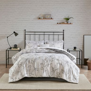 Zaide White 9 Pc Queen Bedding Set